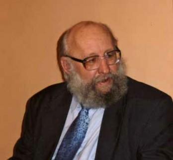 Czterech naczelnych. Maciej Piotrowski